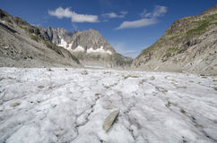 与山和冰川的高山风景 免版税库存图片