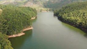 与山和小山的鸟瞰图美好的自然由湖Mattupetty 喀拉拉州 ?Munar??  股票视频