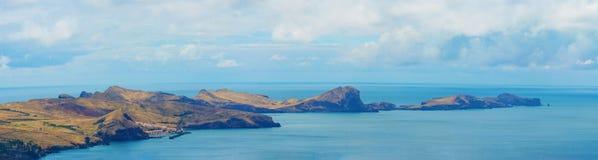 与山和海的美好的风景 圣洛伦索海角,马德拉岛海岛,葡萄牙,欧洲看法  图库摄影