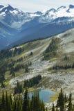 与山和湖的吹口哨风景 空中不列颠哥伦比亚省街市温哥华视图 加州 免版税图库摄影
