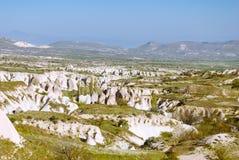 与山和谷的卡帕多细亚风景 免版税库存图片