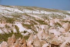 与山和谷的卡帕多细亚风景 库存照片
