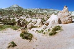 与山的卡帕多细亚风景  免版税库存照片