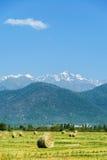 与山的夏天风景在阿塞拜疆 库存照片