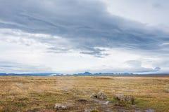 与山的谷在冰岛 免版税图库摄影