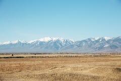与山的路风景 库存照片