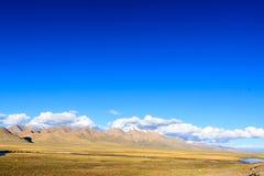 与山的风景 免版税图库摄影