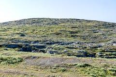 与岩石和天空蔚蓝,好看照片数字图片的风景,在瑞典斯堪的那维亚北部欧洲 图库摄影