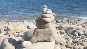 与岩石海岸线的海景 股票录像