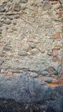 与岩石的墙壁削皮 免版税库存图片