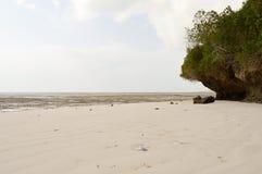 与岩石的小小海湾 免版税库存照片