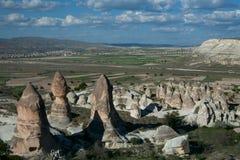 与岩石的惊人的风景在卡帕多细亚 库存照片