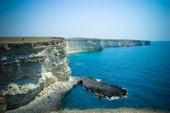 与岩石的海岛海滩在黑海 库存照片