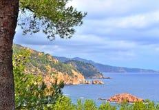 与岩石的海景 图库摄影