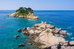 与岩石的海景 免版税库存图片
