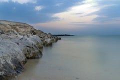 与岩石的海景 库存图片