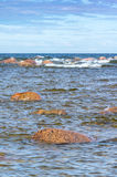 与岩石的海边 库存图片