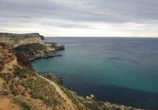 与岩石的海运横向 库存照片
