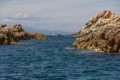 与岩石的科斯塔Smeralda海景,撒丁岛海岛,意大利 库存图片