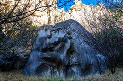 与岩石的Ihlara谷使中央安纳托利亚陷下 Capadocia,土耳其 免版税图库摄影