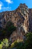 与岩石的Ihlara谷使中央安纳托利亚陷下 Capadocia,土耳其 库存图片