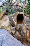 与岩石的Ihlara谷使中央安纳托利亚陷下 Capadocia,土耳其 库存照片