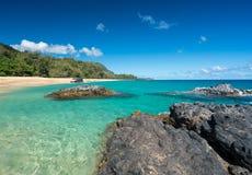与岩石的Lumahai海滩考艾岛 免版税库存图片