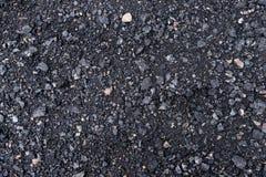 与岩石背景纹理closup的黑和灰色沥青 库存照片