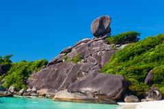 与岩石风帆的美好的风景 库存照片