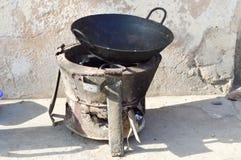 与工作的老小块煤气炉 库存图片