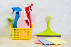 与工具和产品的清洗的成套工具在家 图库摄影