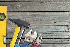 与工具的工业背景 免版税图库摄影