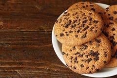 与巧克力大块的饼干  免版税图库摄影