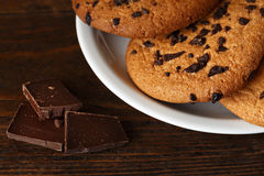 与巧克力大块的饼干  图库摄影