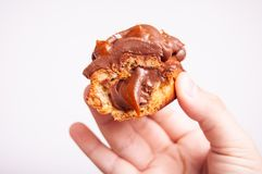 与巧克力奶油的小饼 库存照片