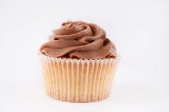 与巧克力奶油的美丽的杯形蛋糕 库存照片