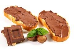与巧克力奶油的面包 免版税库存图片
