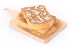与巧克力粉末的两面包在上面 免版税图库摄影