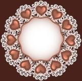 与巧克力糖心脏形状的背景在布料上面竞争 免版税库存图片