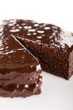 与巧克力结冰顶部的Sacher蛋糕 免版税库存照片