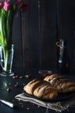与巧克力釉的新鲜的新月形面包在早餐 免版税库存照片