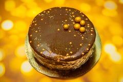 与巧克力镜子釉的新年蛋糕 免版税图库摄影