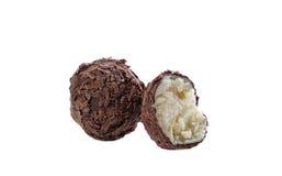 与巧克力面包屑的椰子糖果,特写镜头 图库摄影