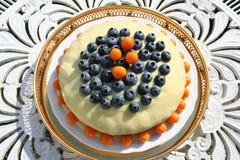 与巧克力ganache的特制的糕饼 免版税图库摄影