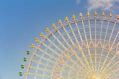 与巨型弗累斯大转轮的天空蔚蓝 图库摄影