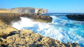 与巨大的波浪的storn在圣Lawrenz海岸,马耳他 股票视频