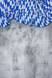 与巴法力亚颜色的被折叠的旗子的白色和蓝色在空浓缩 库存照片