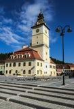 与市政厅,罗马尼亚的Brasov中世纪中心 免版税图库摄影