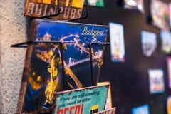 与布达佩斯夜全景的图片的一张明信片  免版税库存图片