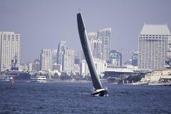与帆船的圣地亚哥,加利福尼亚海湾 免版税库存照片